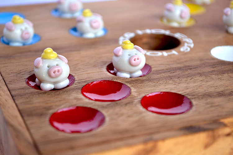 pig hole schweinchenspiel the pig dice game big hole original from knobelholz